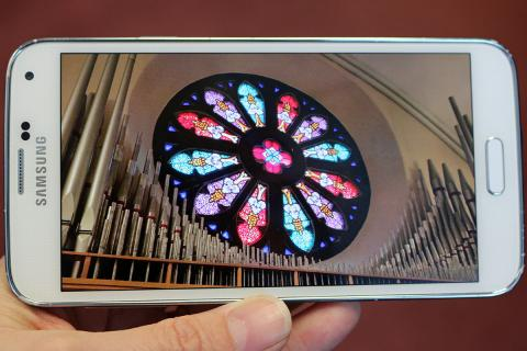 Turn on your smartphone in church on Social Media Sunday, October 25